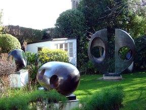 babara_hepworth_garden